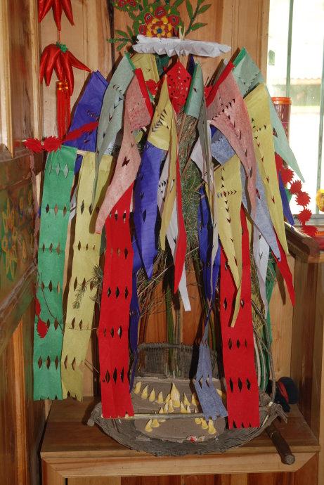 彩纸手工制作民族服饰